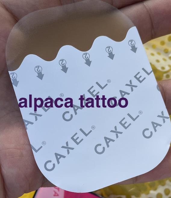まじで買って後悔したドンキで販売中のタトゥー隠し『CAXEL(カクセル)』シールタイプでした。 逆にフィルムタイプは余裕で海とプールと温泉で楽しんでも全く剥がれないという点に注意。 買うなら絶対にフィルムタイプを買いましょう!